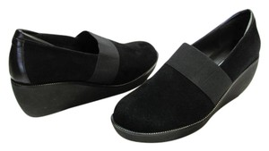 Donald J. Pliner Size 7.50 M Suede Leather Very Good Condition Black Wedges