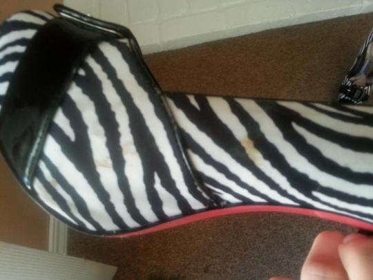 Paris Hilton Black & White Zebra Print Pumps