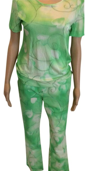Item - Green Sport Top And Pants Size 8 (M)