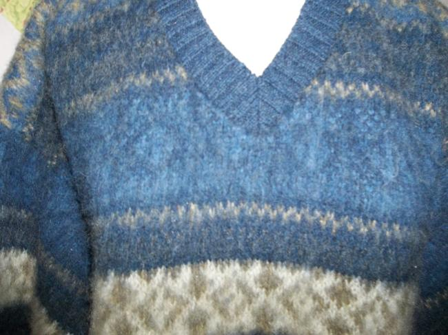 Northern Isles Made In Usa V-neck Large Sweater Image 1