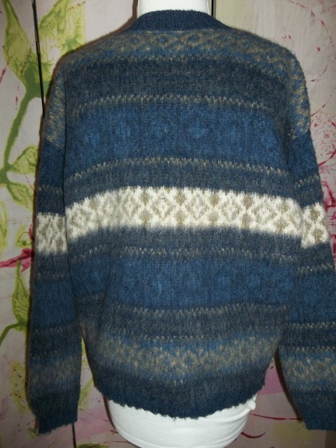 Northern Isles Made In Usa V-neck Large Sweater Image 2