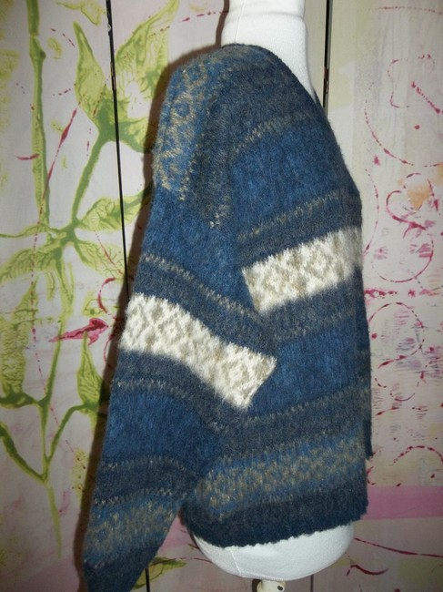 Northern Isles Made In Usa V-neck Large Sweater Image 4