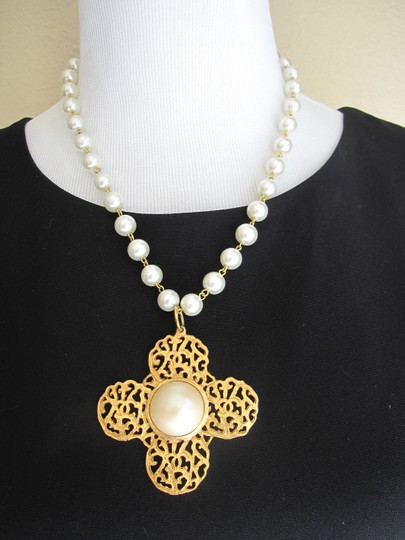 Chanel AUTH. VINTAGE CHANEL PEARL WITH GOLD PENDANT SIGNED