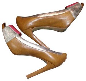 Tory Burch Sexy Comfortable Leather Pumps Caramel Brown with silver and pink, Platforms