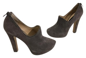 Steven by Steve Madden Lining Back Zippers Gray suede leather court shoe Pumps