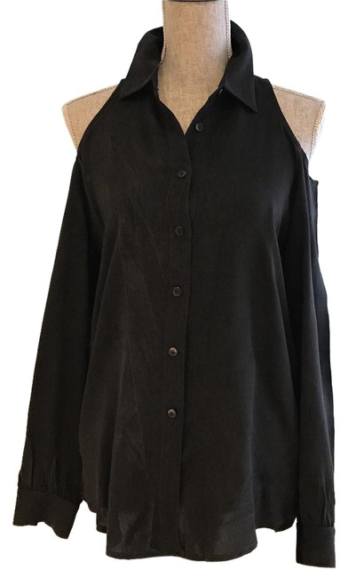 Preload https://img-static.tradesy.com/item/20549345/black-cold-shoulder-small-button-down-top-size-6-s-0-2-650-650.jpg