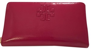 Tory burch Charlie patent zip continental wallet continental wallet