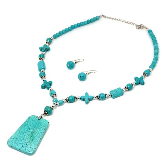 Preload https://img-static.tradesy.com/item/20550172/turquoise-square-pendant-and-earrings-necklace-0-0-540-540.jpg