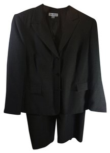 John Meyer of Norwich Style 848371; color Black; 2 pc. Garment