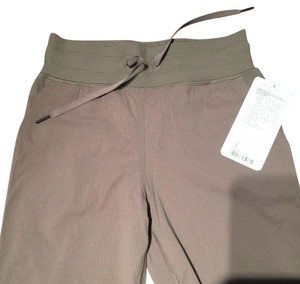 Lululemon Capri/Cropped Pants tan