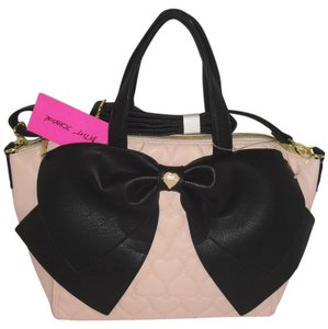 Betsey Johnson Cross Body Top Zip Closure Black Bow Quilted Heart Satchel in BLUSH
