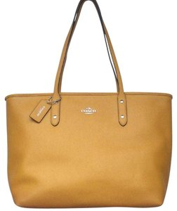 Coach New With Tags Nwt Tote in Mustard