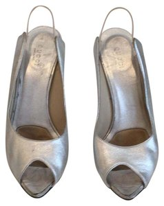Gucci silver Pumps