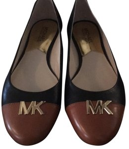 MICHAEL Michael Kors Black/luggage brown Flats