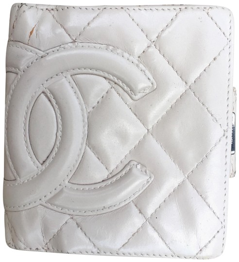 Preload https://img-static.tradesy.com/item/20552771/chanel-cream-cambon-quilted-bifold-wallet-0-7-540-540.jpg