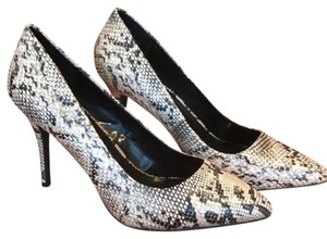Candie's Faux snakeskin Pumps