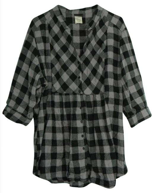 Preload https://item3.tradesy.com/images/torrid-grayblack-plaid-plus-size-button-down-top-size-22-plus-2x-205552-0-0.jpg?width=400&height=650