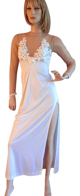 Preload https://img-static.tradesy.com/item/20556409/frederick-s-of-hollywood-white-vintage-long-cocktail-dress-size-4-s-0-2-650-650.jpg