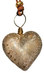 The Limited RESIN HEART GOLD-WHITE FLECKS-LEATHER THONG NECKLACE NEW OLD STOCK