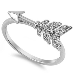 9.2.5 Adorable white topaz heart love arrow ring size 6
