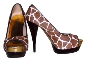 Michael Kors Peep Toe Brown/White Giraffe Print Pumps