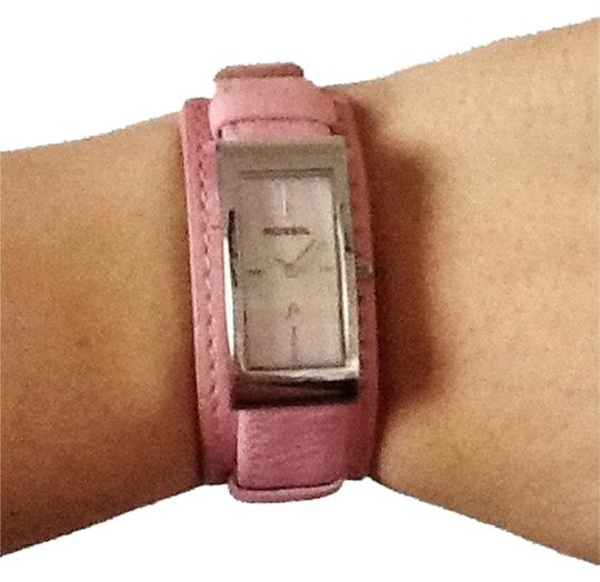 Preload https://item5.tradesy.com/images/fossil-pink-nwot-watch-2056089-0-0.jpg?width=440&height=440