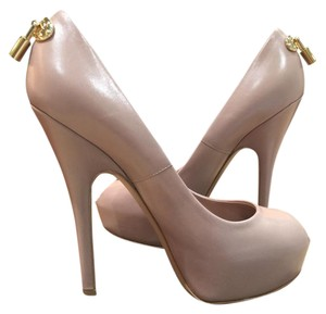 Louis Vuitton Nude Pumps
