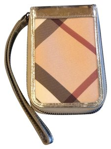 Burberry Wristlet in Gold, Nova Check