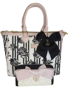 Betsey Johnson Quilted Swag Satchel in BONE/BLACK ROSE PRINT
