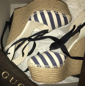 Gucci navy blue and beige striped Wedges