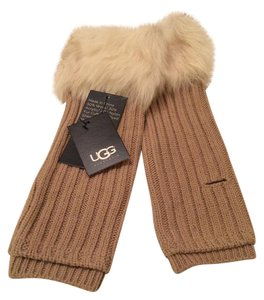 UGG Australia UGG Austra;ia U1516 Great Jones Arm Warmers with Thumb Hole