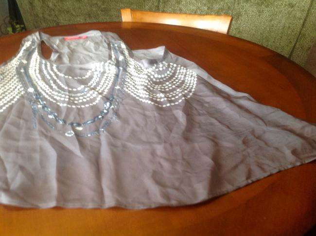 New York & Company Co Sleeveless Flair And White Faux Jewelry Print Flattering Fit Top Gray