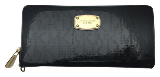 Preload https://img-static.tradesy.com/item/20568035/michael-kors-js-item-travel-conti-35s6mjsz7z-mk-mirror-sig-in-black-wristlet-0-1-540-540.jpg