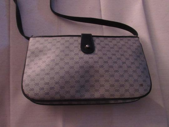 Gucci Envelope Style Multiple Compartment Mint Vintage Two-way Style Expandable Bottom Shoulder Bag