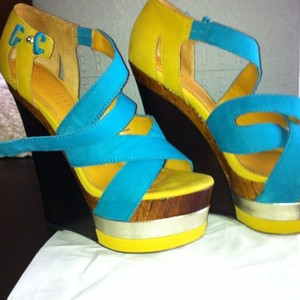 Eric Rutberg yellow and turquoise Pumps