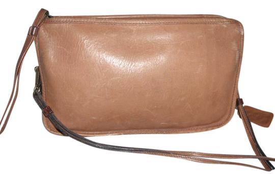 Preload https://item2.tradesy.com/images/coach-rare-bonnie-cashin-vintage-1970-convertible-clutch-nyc-brown-leather-shoulder-bag-20570106-0-1.jpg?width=440&height=440