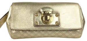 Marc Jacobs Wristlet in gold