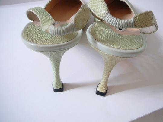 Manolo Blahnik 40 Alligator Crocodile Chanel 40 Gucci 39 Green Pumps