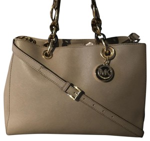 Michael Kors Satchel in taupe
