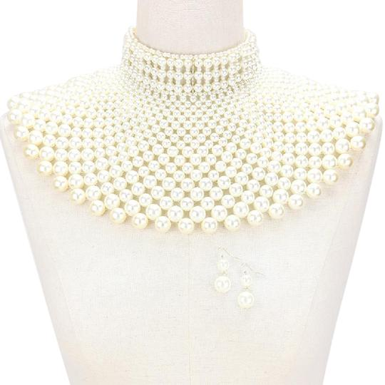 Preload https://item1.tradesy.com/images/white-pearl-statement-necklace-20571515-0-1.jpg?width=440&height=440