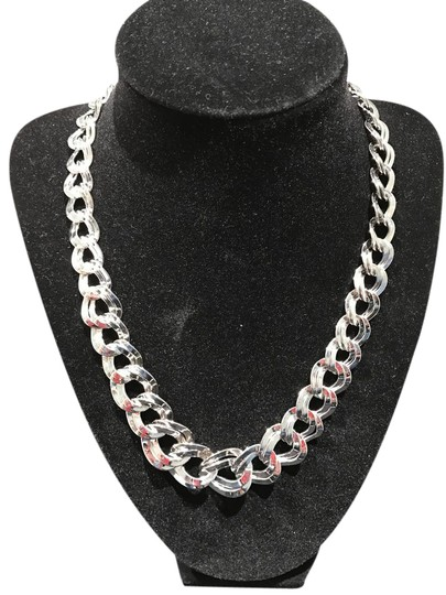 Preload https://img-static.tradesy.com/item/20571778/silver-tone-graduated-link-18-necklace-0-3-540-540.jpg