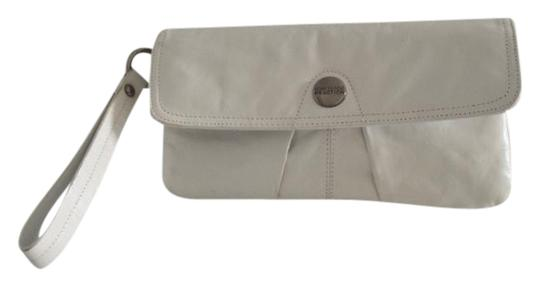 Preload https://item5.tradesy.com/images/kenneth-cole-reaction-leather-white-clutch-20572494-0-1.jpg?width=440&height=440