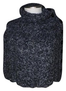 Steve Madden knit capelet crop poncho black white button neck