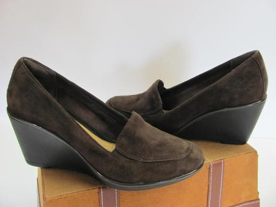 Clarks Size 900 M Suede Leather Padded Footbed Very Good Condition Brown Wedges