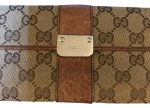 Gucci Authentic Gucci signature wallet