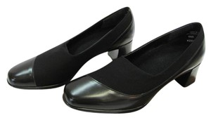 Munro American Size 5.50 M Absorbing Heel Very Good Condition Black Pumps