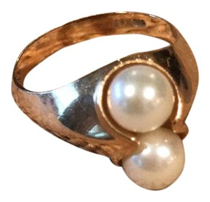 pearl and gold ring Double Pearl and 14kt gold ring in excellent condition.