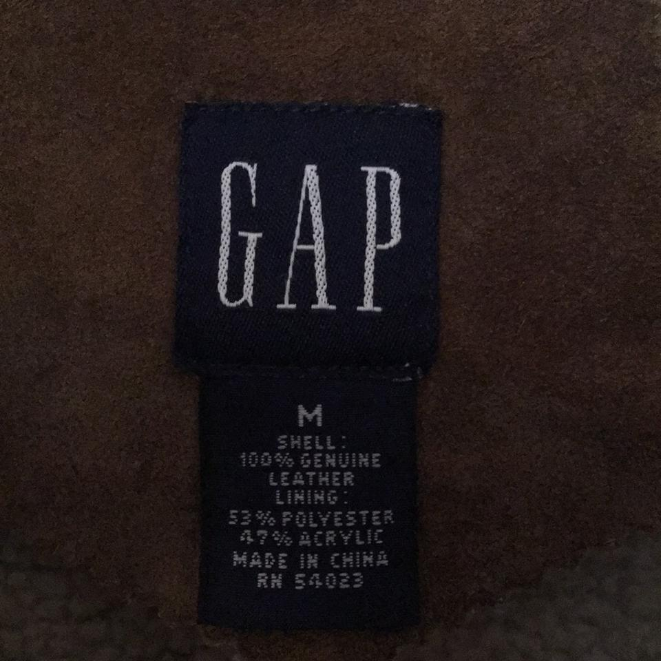 Gap Jackets The classic look of jackets from Gap will please everyone in the family. Find the best fit for men, women, children, toddlers and babies in warm and comfortable jacket selections.