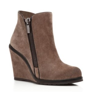 Vince Camuto Midnight/Taupe/Black Boots