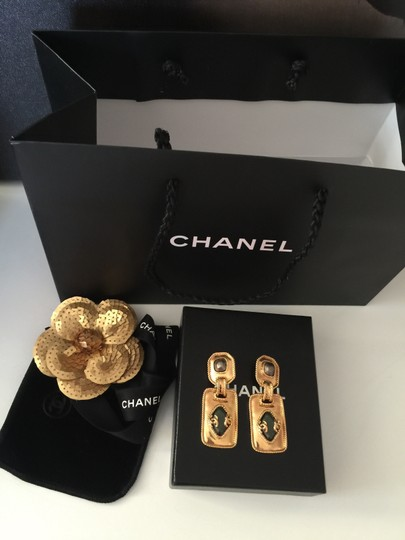 Chanel Chanel gold/green/gray color earring